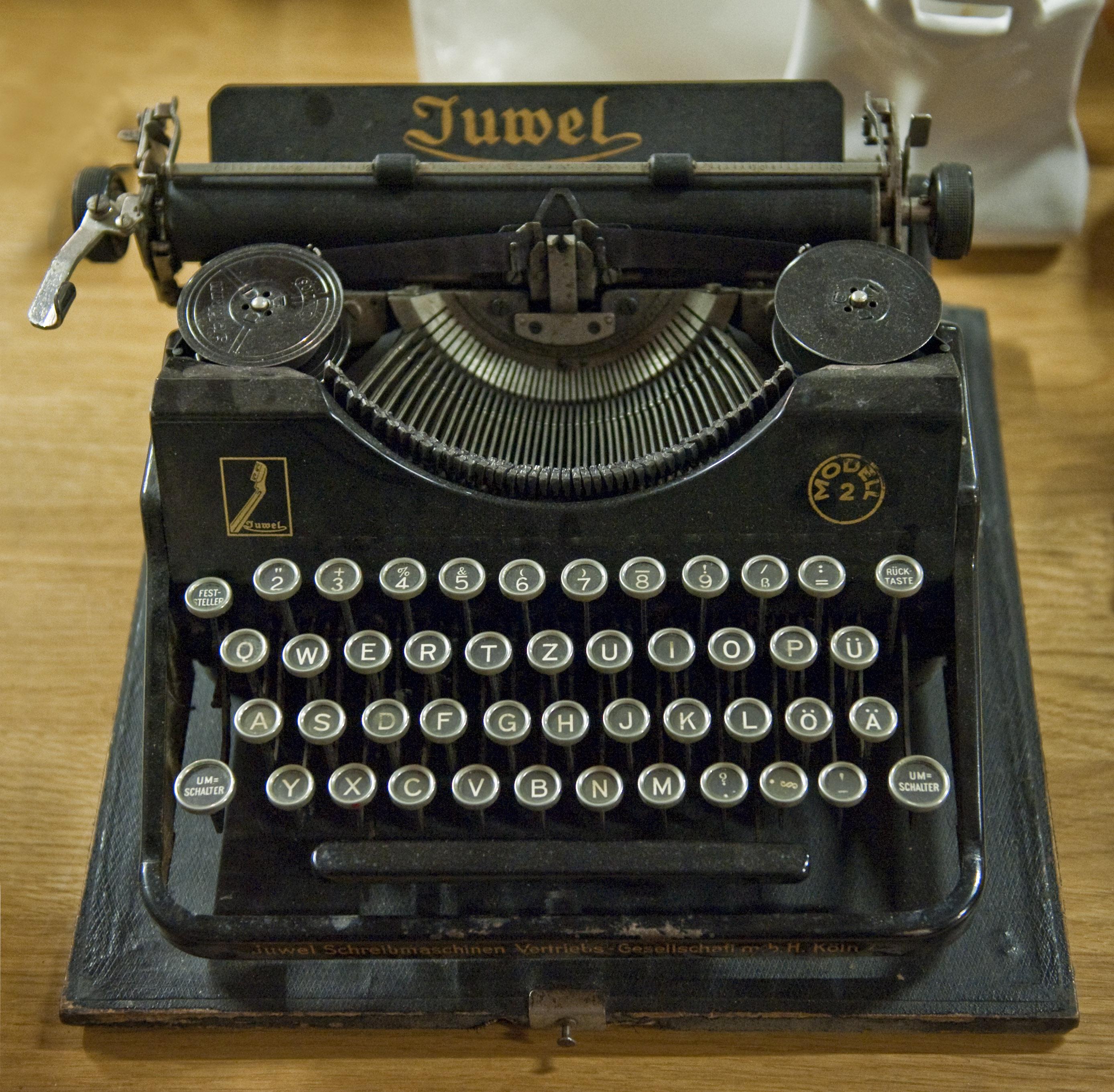 Juwel-typewriter_hg